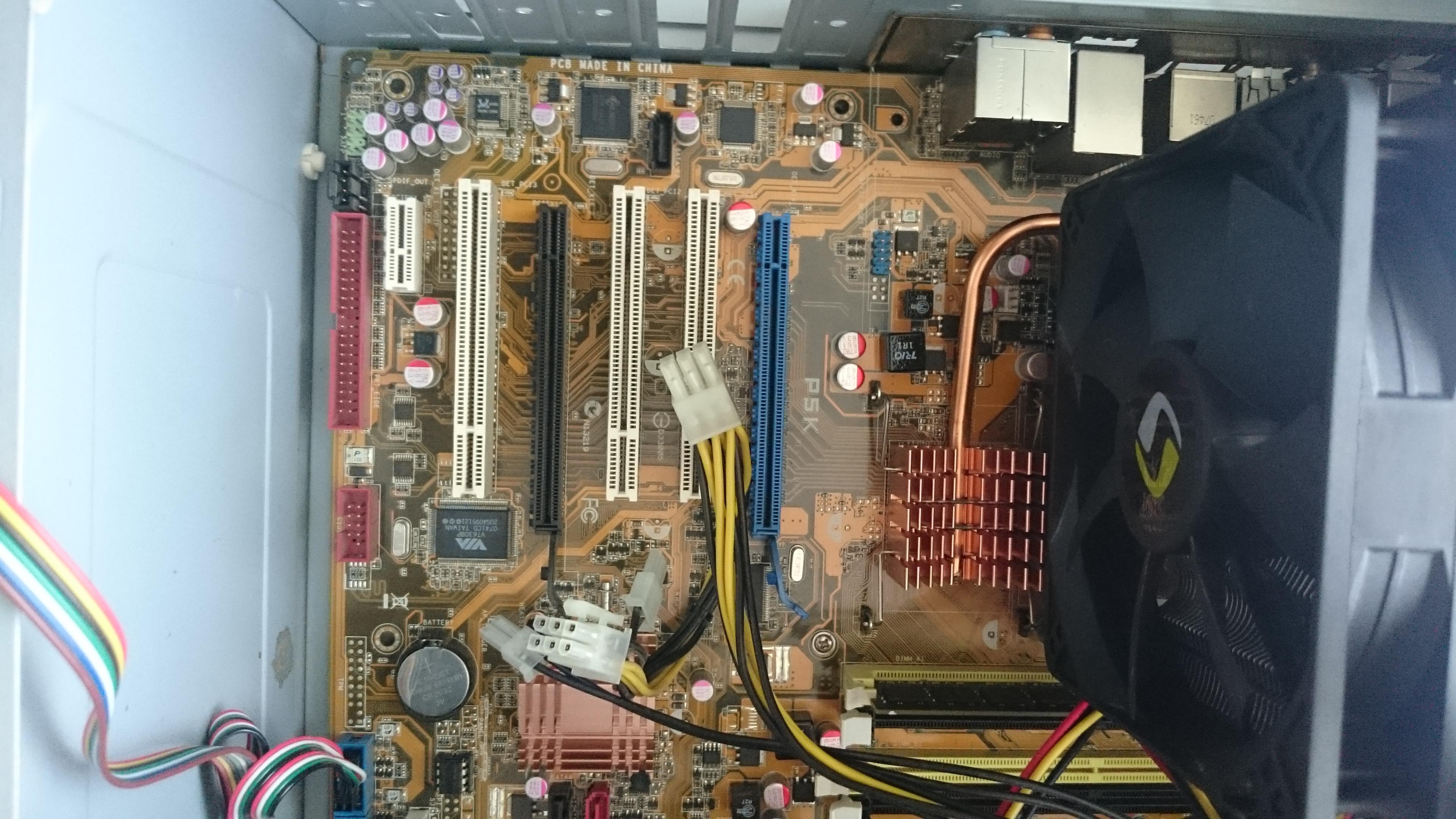 podłącz płytę główną przedniego panelu